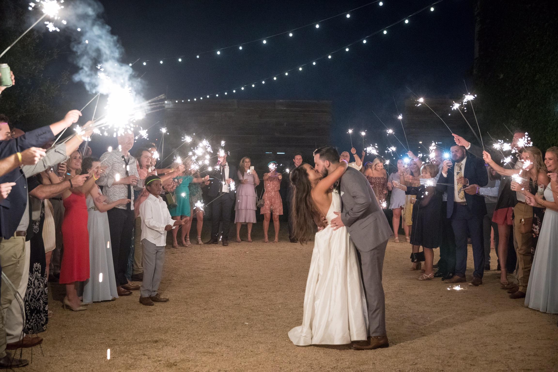 Weddings Unveiled // We're pulling back the veil on Maddi's Fort Worth, Texas wedding! ivoryandink.com