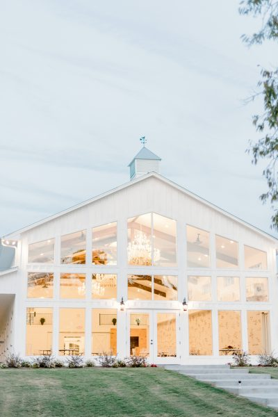 Which Comes First - Wedding Date or Wedding Venue - originally published on ivoryandink.com